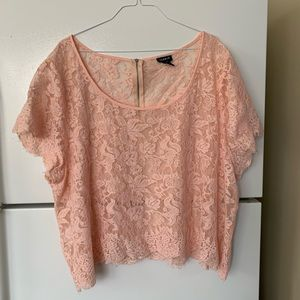 Size 4 Torrid blush pink lace crop top